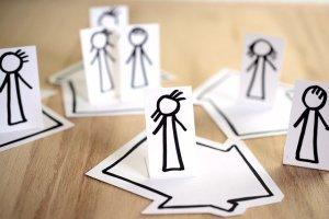 Papierfigürchen, allein oder in Gruppen