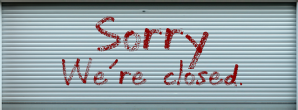 "Rolltor mit Aufschrift ""Sorry, we're closed"""