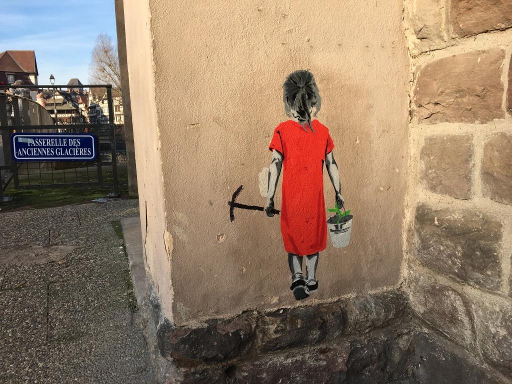 """Graffito """"Mädchen mit rotem Kleid"""""""