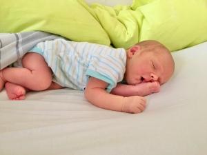 Schlafendes neugeborenes Baby.